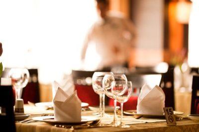 Restaurant dining table service - Restaurant staff training